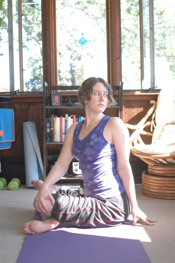 Pose of the Month: Seated Cross-Legged Twist (2/2)