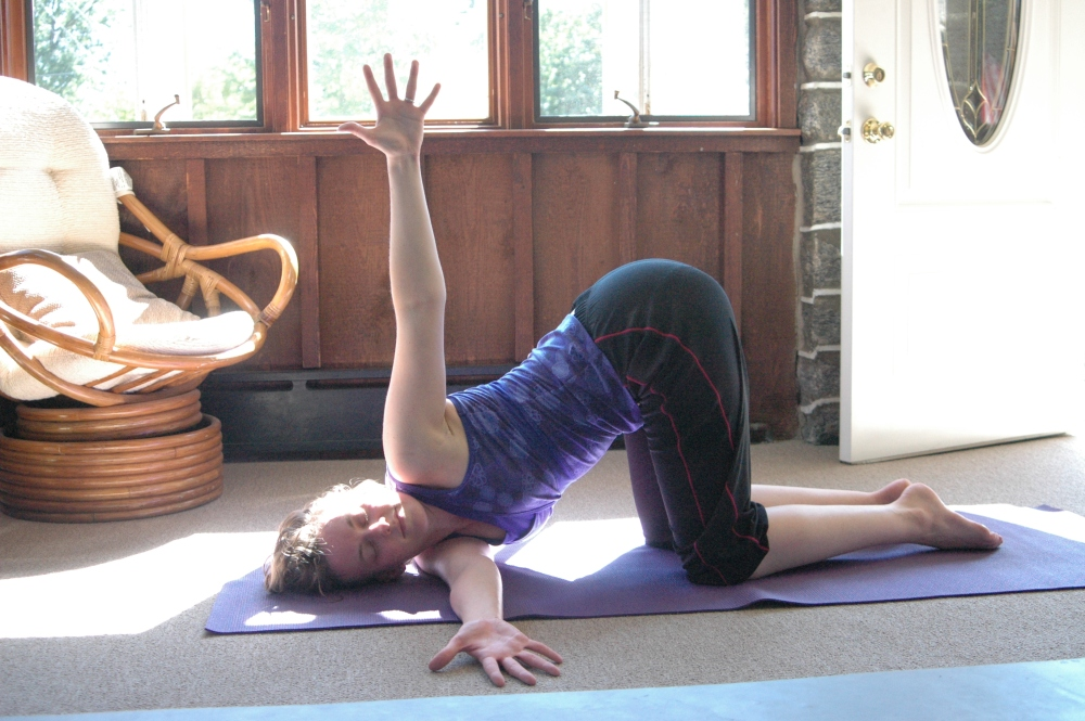 Pose of the Month: Kneeling Twist / Thread-the-Needle (2/2)